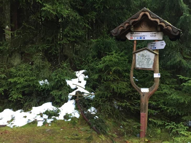 Wegweiser zum Schneeberg